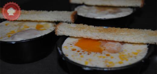 Une recette d'œufs cocotte aux tomates cerises, comté et jambon faciles et rapides à réaliser