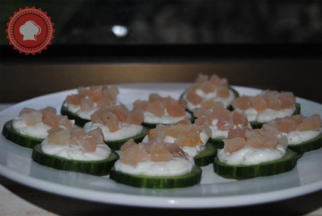 Une recette de toasts concombre, tartare et poisson fumé bien frais pour l'apéritif.