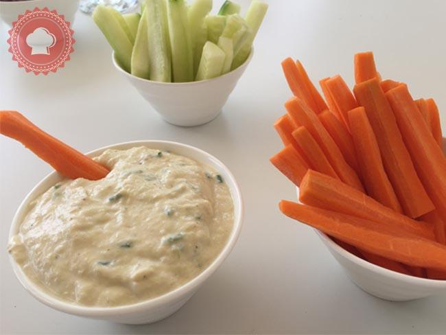 Voici pour changer des basiques la recette d'une délicieuse crème de poireaux à servir à l'apéritif.