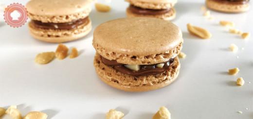 Voici ma recette de macarons façon Snickers absolument irrésistibles réalisés avec une meringue française.