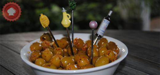 Une recette d'olives vertes marinées à la harissa pour picorer à l'apéro