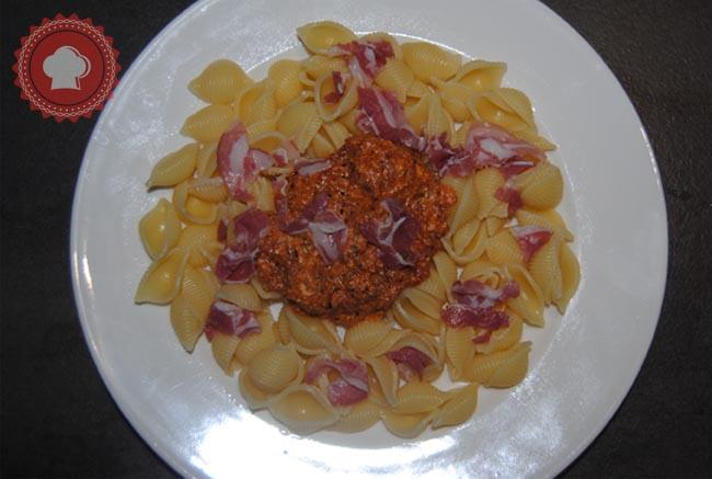 Facile, rapide et délicieux, essayez les pâtes à l'amatriciana et à la ricotta.