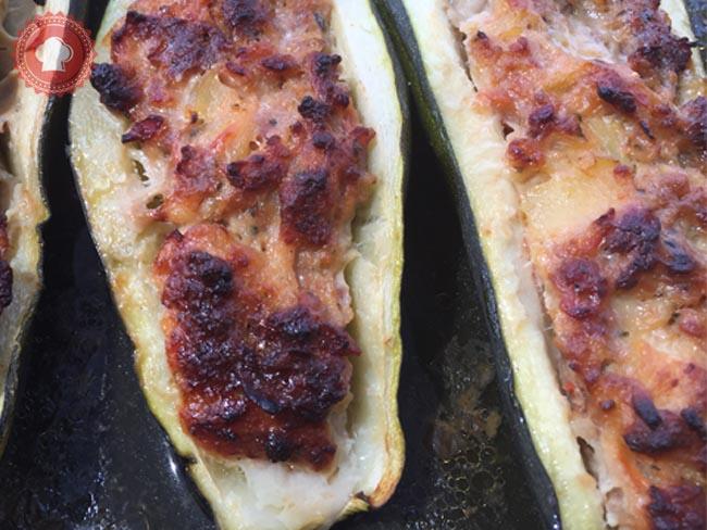 Recette savoureuse de courgettes farcies à la viande et au jambon cru
