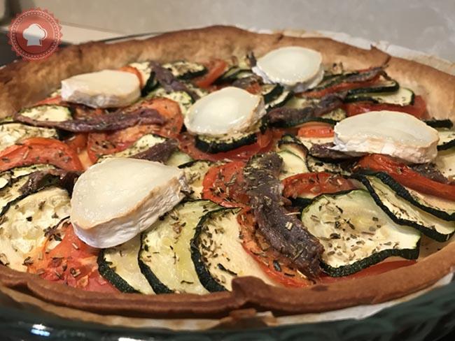 Une recette facile et rapide de tarte salée aux courgettes tomates anchois et chèvre