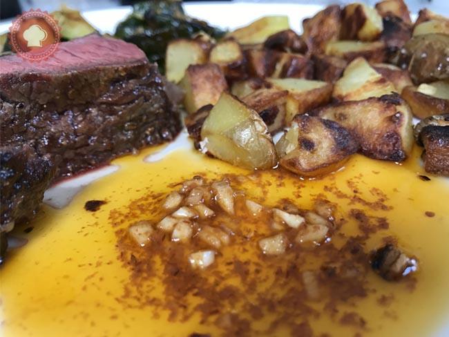 Une sauce pimentée ail et harissa pour relever vos viandes grillées en toute simplicité.