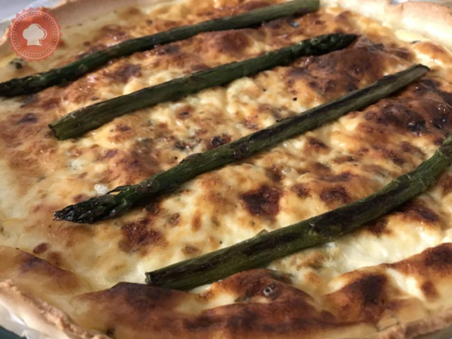 Une recette facile, rapide et délicieuse de quiche au Roquefort, Gouda et asperges